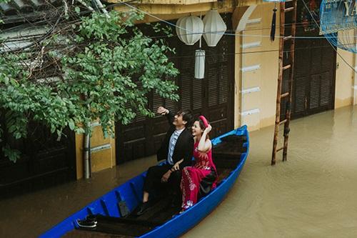 Ấn tượng với bộ ảnh cưới giữa cảnh mưa lũ ở Hội An của cặp đôi Sài Gòn - Ảnh 6
