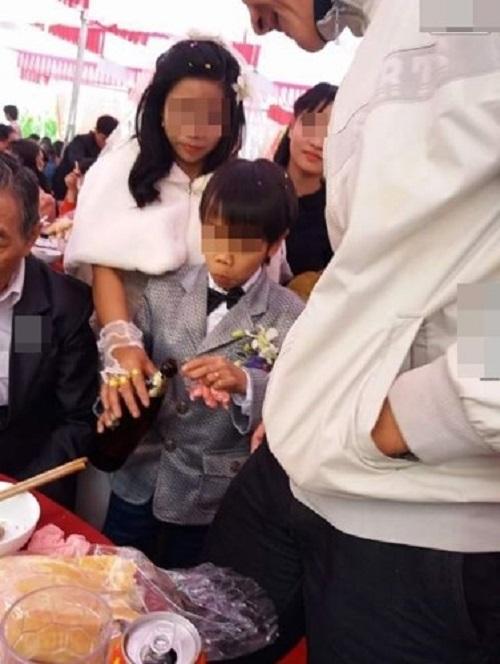 """Sự thật về đám cưới """"chú rể 8 tuổi"""" và cô dâu xinh đẹp ở Hà Tĩnh - Ảnh 2"""