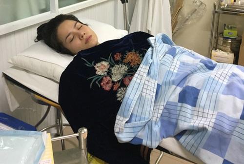 Nhật Kim Anh bị co giật, ngất xỉu trên máy bay  - Ảnh 1