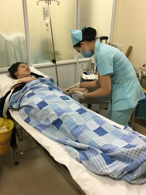 Nhật Kim Anh bị co giật, ngất xỉu trên máy bay  - Ảnh 2