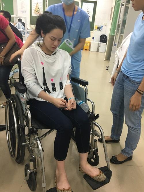 Nhật Kim Anh bị co giật, ngất xỉu trên máy bay  - Ảnh 3