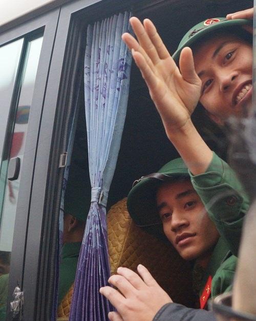 Hà Nội: 3.500 thanh niên nhập ngũ trong ngày lễ tình yêu - Ảnh 2