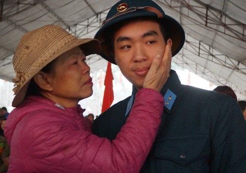 Hà Nội: 3.500 thanh niên nhập ngũ trong ngày lễ tình yêu - Ảnh 3
