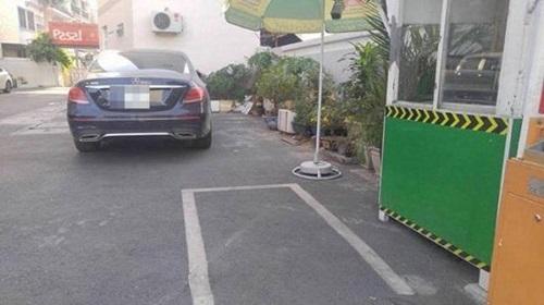 Hoa hậu Kỳ Duyên lên tiếng về việc đỗ ô tô giữa cổng chung cư - Ảnh 2