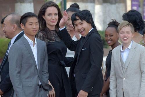 Angelina Jolie lần đầu xuất hiện và nói về vụ ly hôn với Brad Pitt - Ảnh 2