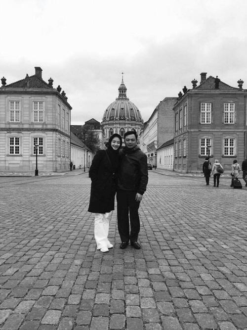 Hoa hậu Thu Ngân lần đầu khoe ảnh hôn chồng đại gia hơn 19 tuổi lúc mới yêu - Ảnh 7