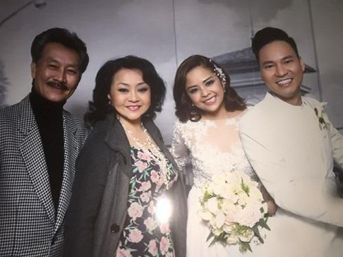 Ca sĩ Hương Lan bỏ về vì Việt Hương nói tục trong đám cưới cựu thành viên AC&M - Ảnh 1