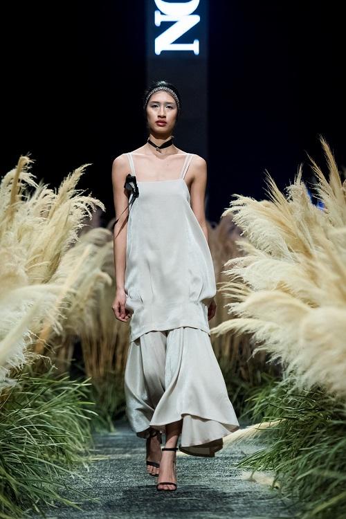 Hồng Quế tái xuất sàn catwalk với bộ sưu tập mới của HH Ngọc Hân - Ảnh 6