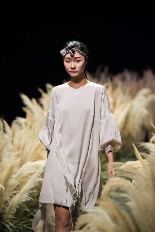 Hồng Quế tái xuất sàn catwalk với bộ sưu tập mới của HH Ngọc Hân - Ảnh 9