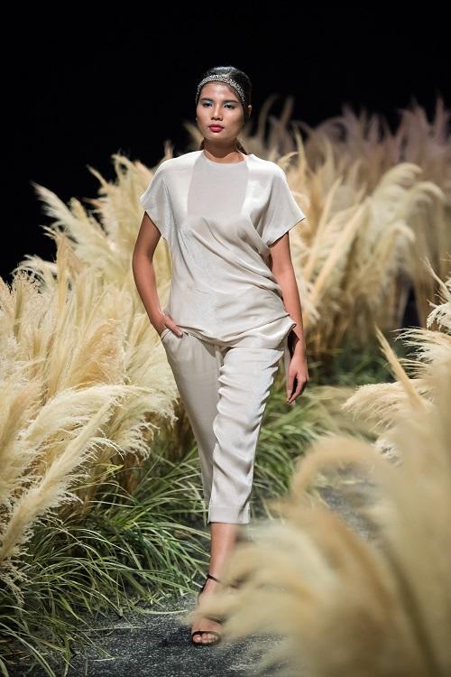 Hồng Quế tái xuất sàn catwalk với bộ sưu tập mới của HH Ngọc Hân - Ảnh 8