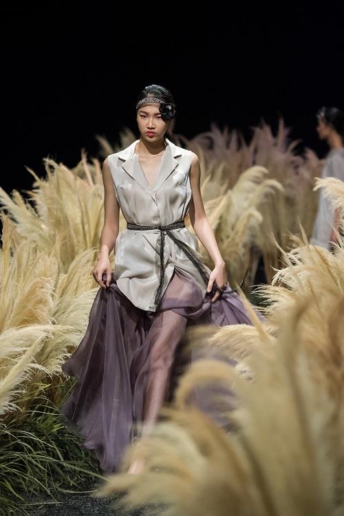Hồng Quế tái xuất sàn catwalk với bộ sưu tập mới của HH Ngọc Hân - Ảnh 7