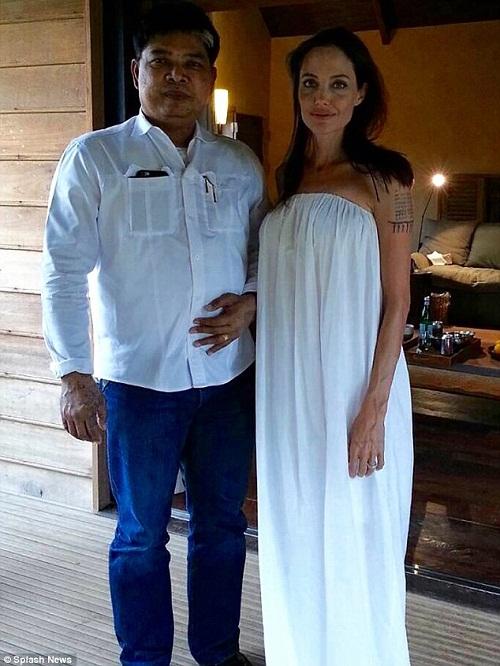 """Angelina Jolie từng xăm """"bùa yêu"""" ở Thái Lan để giữ chân Brad Pitt - Ảnh 3"""