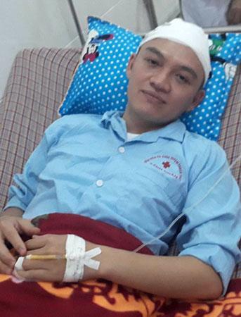 Bác sĩ bị người nhà bệnh nhi đánh bất tỉnh: Bộ Y tế yêu cầu xử lý nghiêm - Ảnh 1
