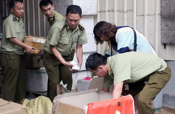 Thu giữ hàng chục nghìn sản phẩm TPCN không rõ nguồn gốc của Công ty TNHH Thiên nhiên TS Việt Nam - Ảnh 2