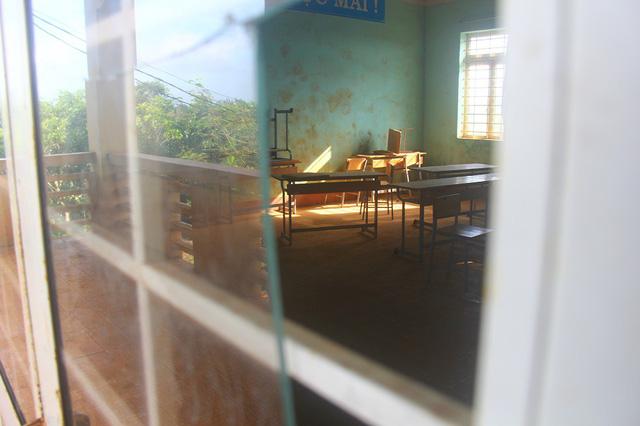 Kỳ lạ ngôi trường chỉ có 45 học sinh, 16 phòng học bị bỏ trống - Ảnh 1