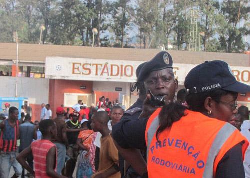 76 người thương vong trong trận đấu bóng đá tại Angola - Ảnh 2