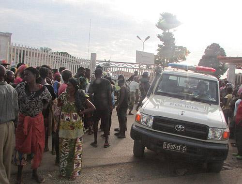 76 người thương vong trong trận đấu bóng đá tại Angola - Ảnh 3