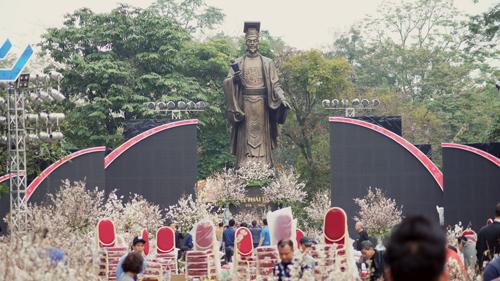 Du khách háo hức đón Lễ hội hoa anh đào ở Hà Nội - Ảnh 1