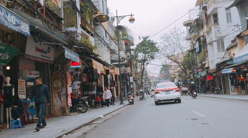 Vỉa hè Hà Nội vẫn tấp nập hàng quán khi lực lượng chức năng vắng bóng - Ảnh 17