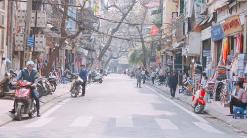 Vỉa hè Hà Nội vẫn tấp nập hàng quán khi lực lượng chức năng vắng bóng - Ảnh 20