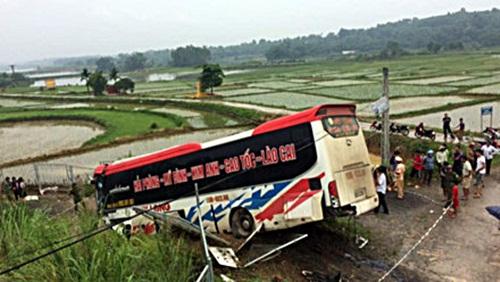 Vụ xe khách mất lái trên cao tốc Hà Nội – Lào Cai: Tài xế đã tử vong - Ảnh 1