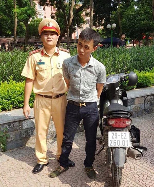 Hà Nội: Thanh niên ăn mặc lịch sự điều khiển xe gian - Ảnh 1