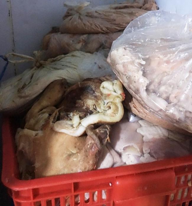 Phát hiện 30 tấn lòng, thịt lợn bẩn không rõ nguồn gốc - Ảnh 1