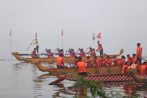 Lần đầu tiên Hà Nội tổ chức Lễ hội bơi chải thuyền rồng trên hồ Tây - Ảnh 5