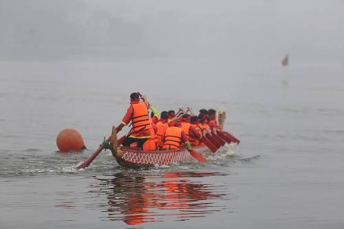 Lần đầu tiên Hà Nội tổ chức Lễ hội bơi chải thuyền rồng trên hồ Tây - Ảnh 6