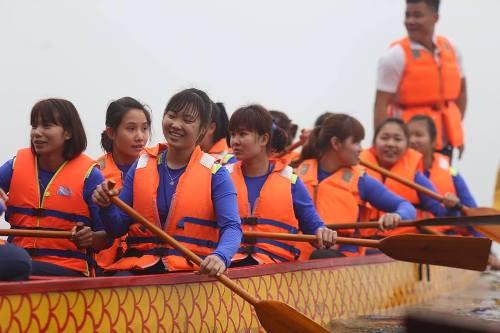 Lần đầu tiên Hà Nội tổ chức Lễ hội bơi chải thuyền rồng trên hồ Tây - Ảnh 9