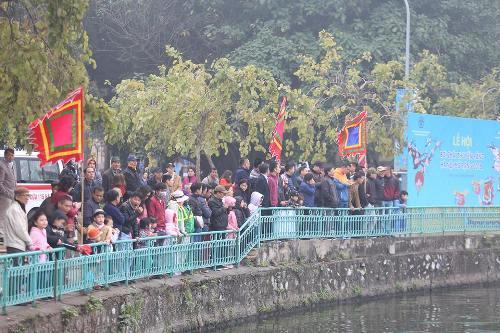 Lần đầu tiên Hà Nội tổ chức Lễ hội bơi chải thuyền rồng trên hồ Tây - Ảnh 10
