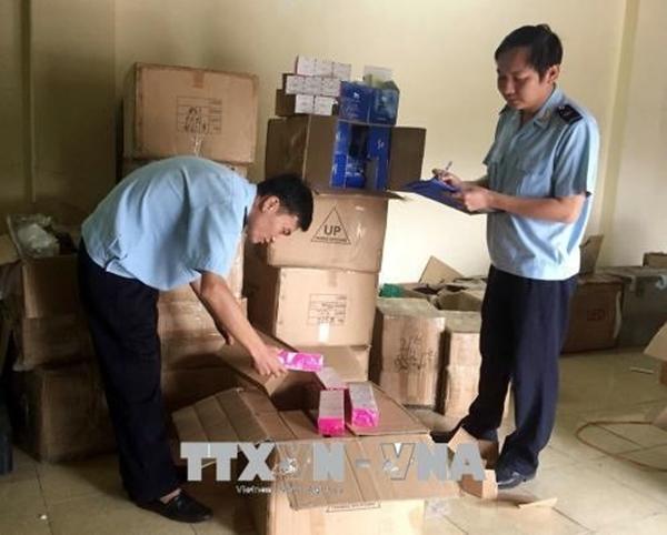 Tạm giữ gần 4.000 hộp kem dưỡng da Hàn Quốc Bamila nhập lậu - Ảnh 1