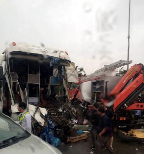 Xe khách đấu đầu xe cứu hỏa trên cao tốc Pháp Vân-Cầu Giẽ, 9 người bị thương - Ảnh 3