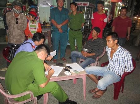 Tuần tra trên đường, cảnh sát bắt hai thanh niên tàng trữ ma túy  - Ảnh 1