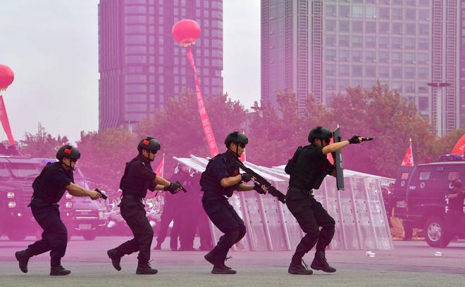 Trung Quốc thắt chặt an ninh tại Đại hội Đảng: Đóng cửa quán, nhận diện khuôn mặt... - Ảnh 5