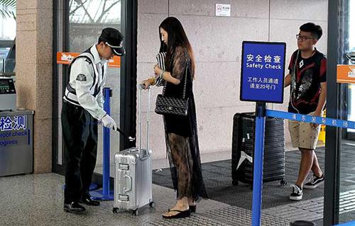 Trung Quốc thắt chặt an ninh tại Đại hội Đảng: Đóng cửa quán, nhận diện khuôn mặt... - Ảnh 3