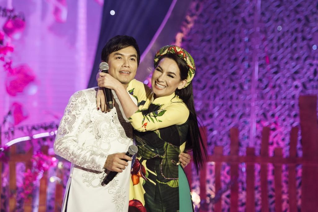 """Phi Nhung tái hợp """"người yêu không bao giờ yêu và người chồng không bao giờ cưới"""" ở Quảng Trị - Ảnh 3"""