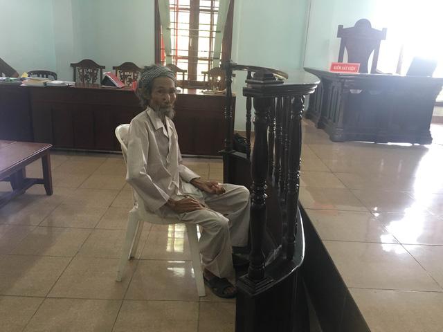 Cụ ông 84 tuổi bị con ruột đề nghị xử án tù vì mâu thuẫn đất đai  - Ảnh 1