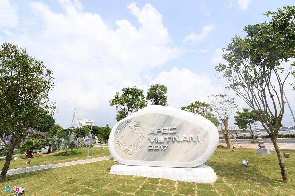 Đà Nẵng rực rỡ đèn hoa chào đón Tuần lễ cấp cao APEC 2017 - Ảnh 3