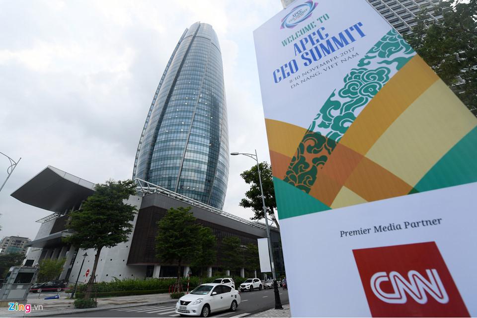 Đà Nẵng rực rỡ đèn hoa chào đón Tuần lễ cấp cao APEC 2017 - Ảnh 2