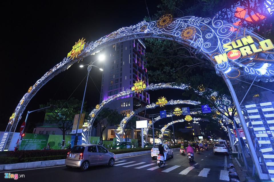 Đà Nẵng rực rỡ đèn hoa chào đón Tuần lễ cấp cao APEC 2017 - Ảnh 10
