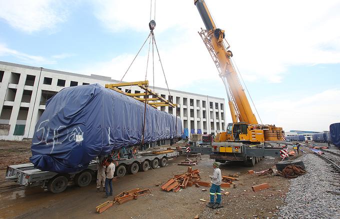 Cận cảnh đoàn tàu trăm tấn được lắp đặt trên đường sắt Cát Linh - Hà Đông - Ảnh 1