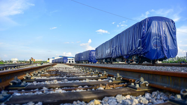 Cận cảnh đoàn tàu trăm tấn được lắp đặt trên đường sắt Cát Linh - Hà Đông - Ảnh 3