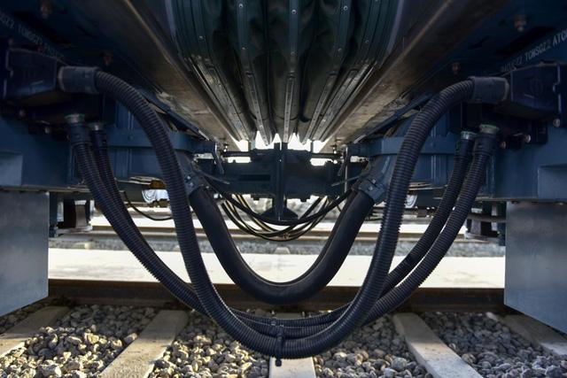 Cận cảnh đoàn tàu trăm tấn được lắp đặt trên đường sắt Cát Linh - Hà Đông - Ảnh 6