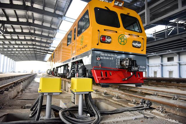 Cận cảnh đoàn tàu trăm tấn được lắp đặt trên đường sắt Cát Linh - Hà Đông - Ảnh 11