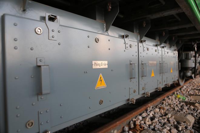 Cận cảnh đoàn tàu trăm tấn được lắp đặt trên đường sắt Cát Linh - Hà Đông - Ảnh 8