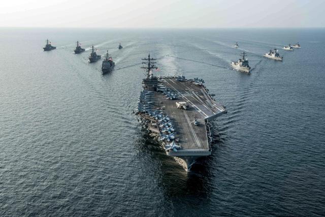 Tàu sân bay Mỹ chở gần 80 máy bay tới bán đảo Triều Tiên - Ảnh 1