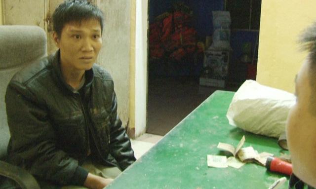 Con nghiện dùng dao uy hiếp, cướp tài sản của lái xe taxi - Ảnh 1
