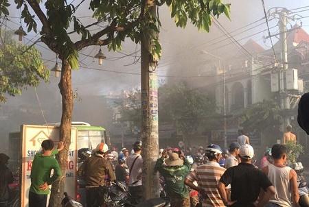 TP. Hồ Chí Minh: Cửa hàng bán gấu bông bốc cháy trước ngày Valentine - Ảnh 1