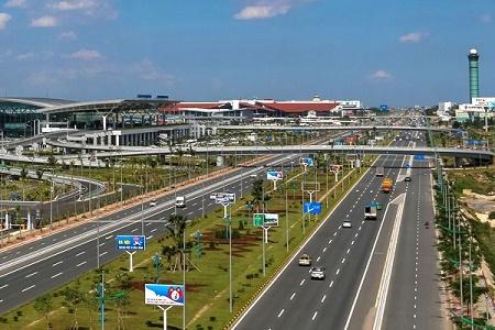 Đề nghị xây dựng cầu đi bộ trước cảng hàng không quốc tế Nội Bài - Ảnh 1